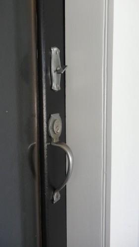 Door jamb Yes